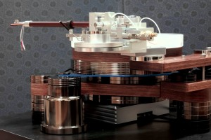Ultima Black Pearl turntable by Pyon Sound